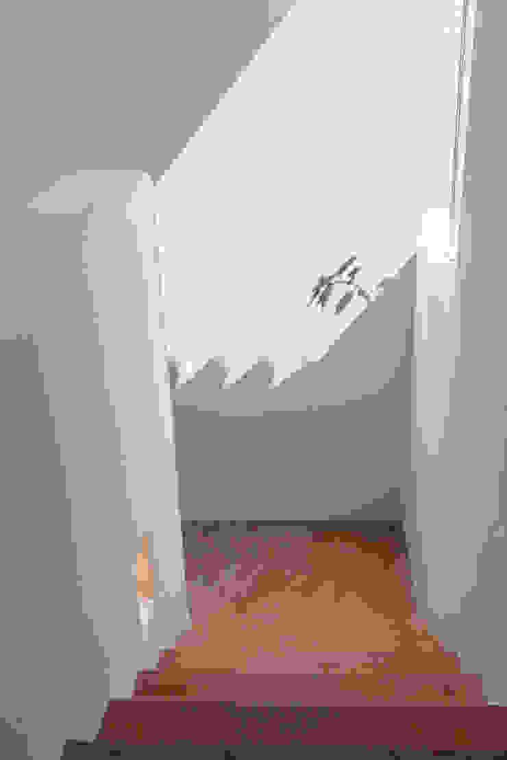 地中海走廊,走廊和楼梯 根據 Alejandro Giménez Architects 地中海風 水泥