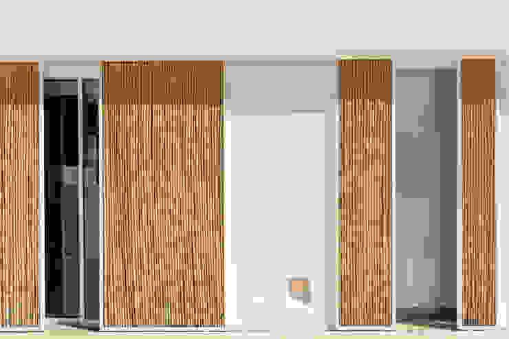 Portes coulissantes de style  par Alejandro Giménez Architects, Méditerranéen Bambou Vert