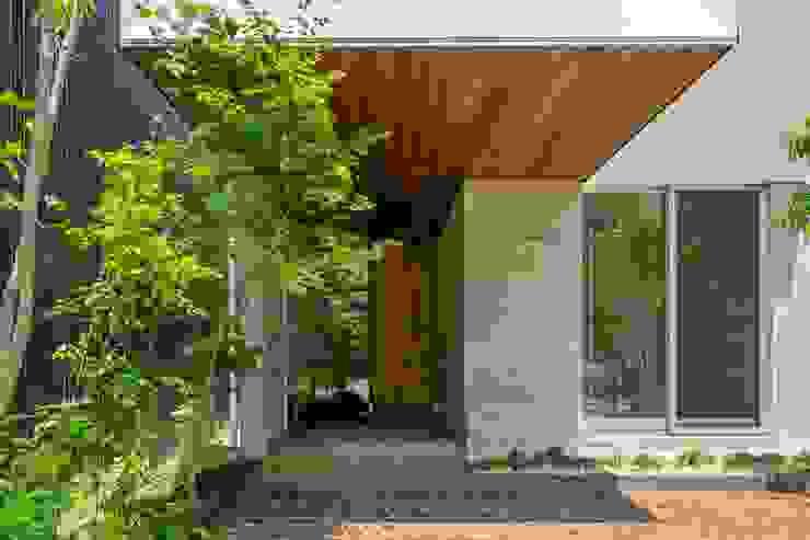 現代房屋設計點子、靈感 & 圖片 根據 今井賢悟建築設計工房 現代風 水泥