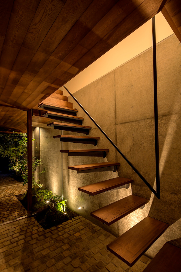 Modern Corridor, Hallway and Staircase by 今井賢悟建築設計工房 Modern Concrete