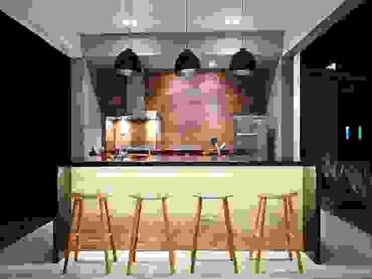 Iluminação Fabiana Nishimura Arquitetura Varandas, alpendres e terraços modernos