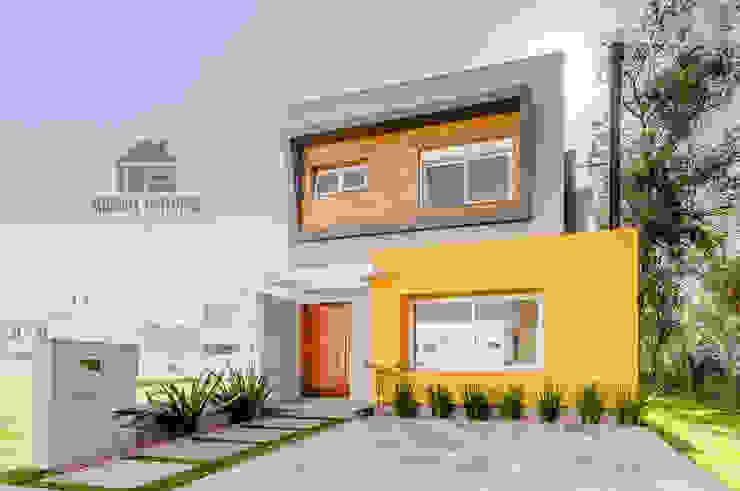 Fachada: Casas  por ME Fotografia de Imóveis,Moderno