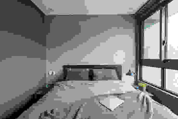 Phòng ngủ phong cách Bắc Âu bởi 齊禾設計有限公司 Bắc Âu Ván ép