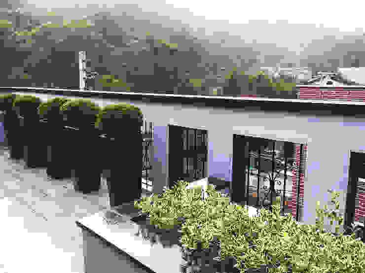 Hiên, sân thượng phong cách hiện đại bởi 보테니크 Hiện đại