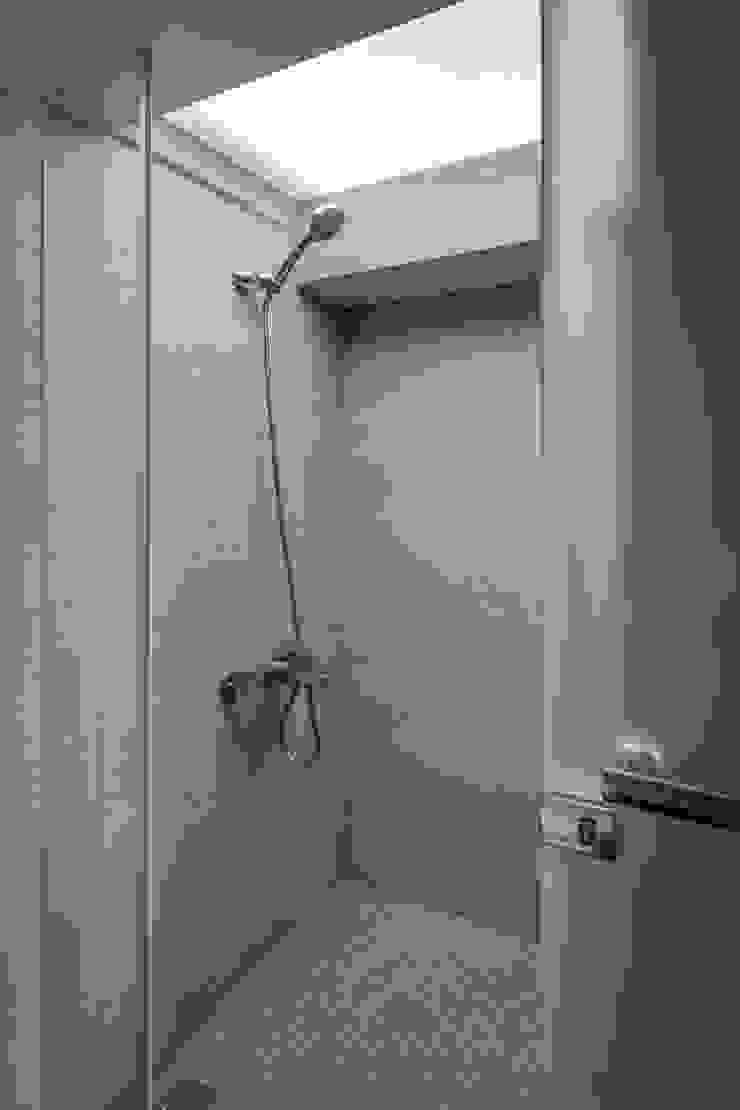 Minimalist style bathroom by 齊禾設計有限公司 Minimalist Wood-Plastic Composite