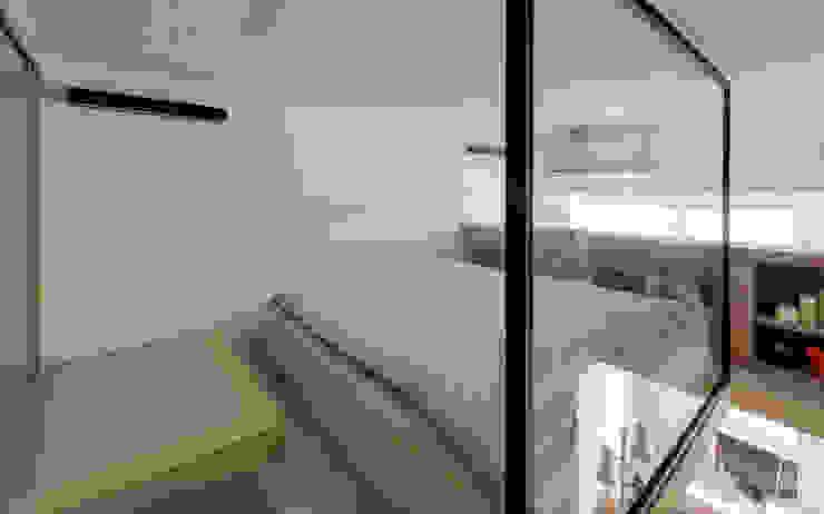 Minimalist bedroom by 齊禾設計有限公司 Minimalist Glass