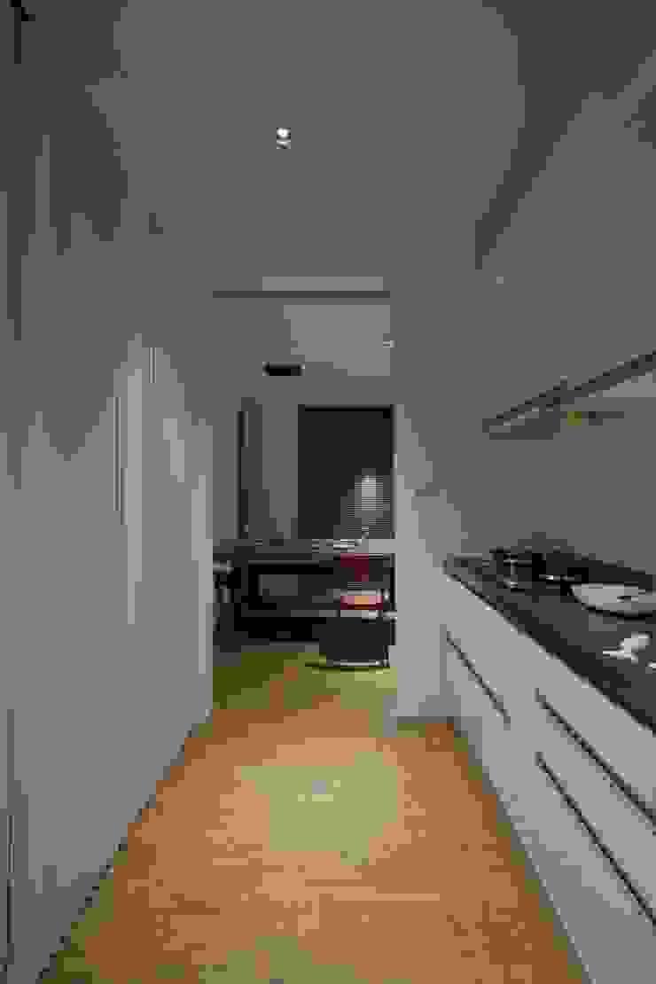 晉江街住宅 根據 齊禾設計有限公司 簡約風 塑木複合材料