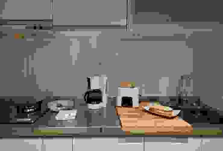 Kitchen units by 齊禾設計有限公司, Minimalist Metal