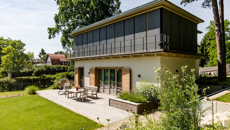 VILLA WITH WEATHERED DECK, BALCONY & PLANT BASKETS by Kebony