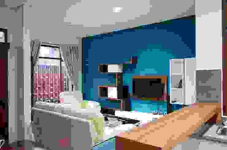 PT.Matabangun Kreatama Indonesia Tropical style living room