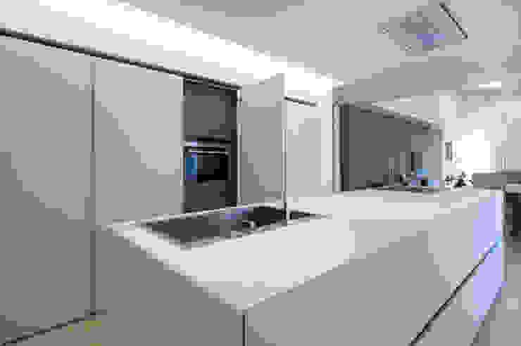 Cocinas equipadas de estilo  por QUADRASTUDIO, Moderno