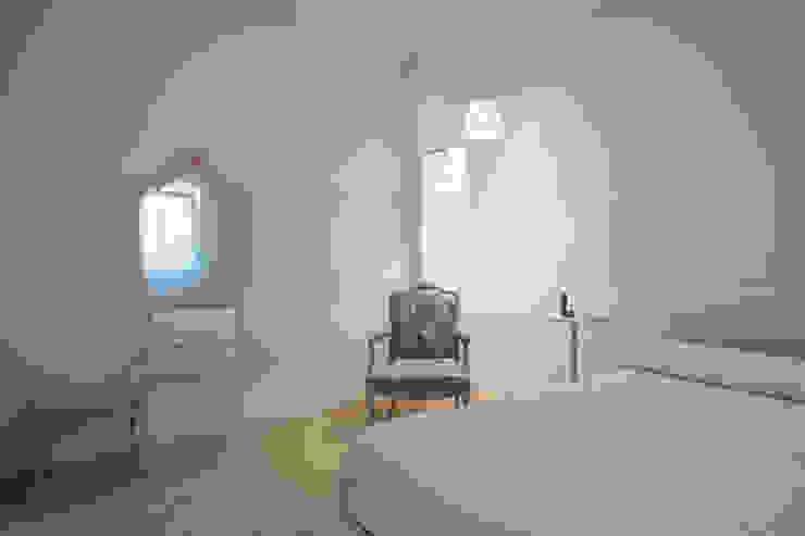 Dormitorios de estilo  por QUADRASTUDIO, Moderno