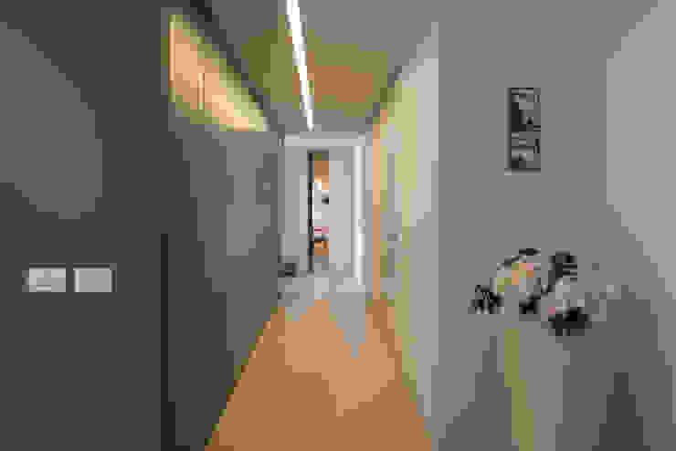 Corridor & hallway by QUADRASTUDIO,