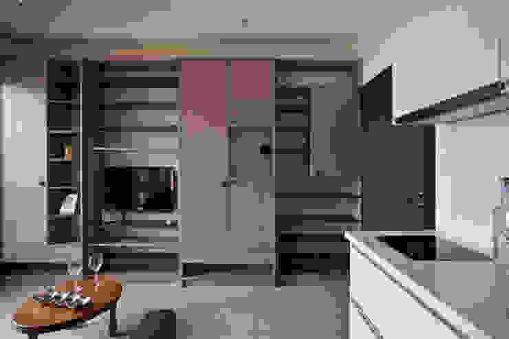 Moderne Wohnzimmer von 齊禾設計有限公司 Modern