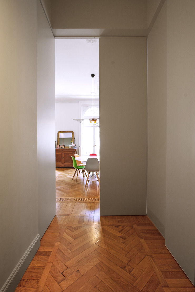 Chantal Forzatti architetto Modern corridor, hallway & stairs Solid Wood White