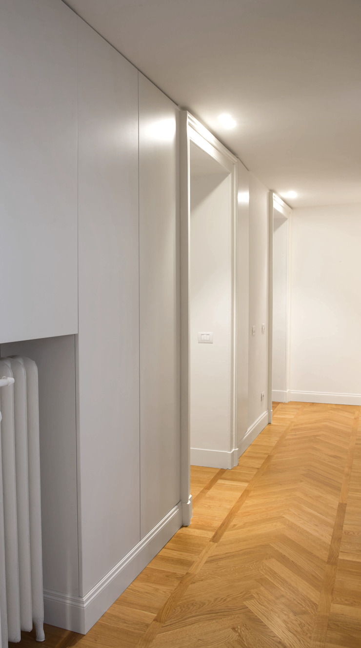 Chantal Forzatti architetto Modern corridor, hallway & stairs MDF White