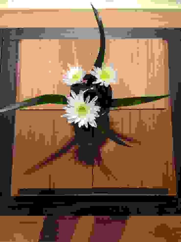 黑色小花器: 現代  by 四一室內裝修有限公司, 現代風