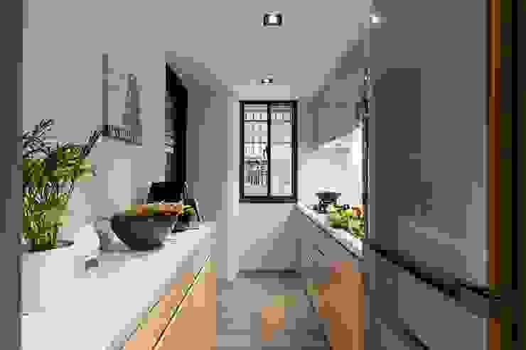 原.敘 現代廚房設計點子、靈感&圖片 根據 築川設計 現代風