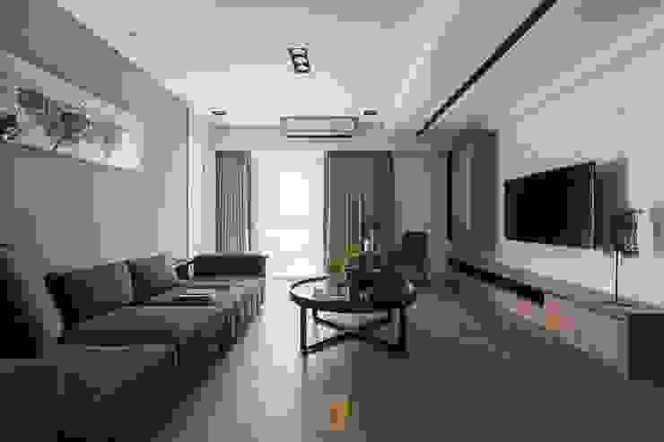 原.敘 现代客厅設計點子、靈感 & 圖片 根據 築川設計 現代風