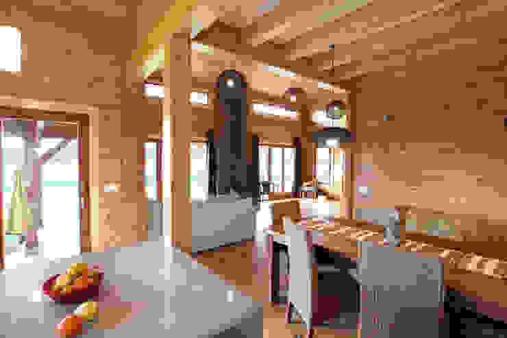 Ruang Makan Gaya Rustic Oleh Rusticasa Rustic Parket Multicolored