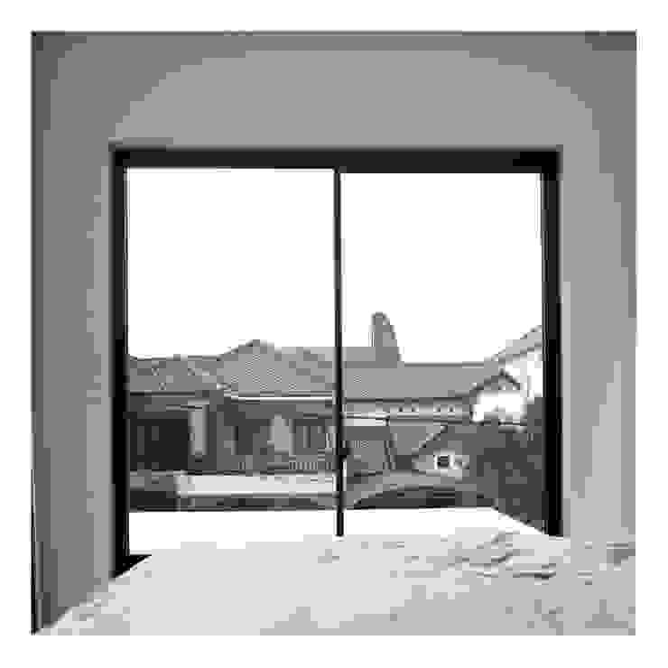 Master Bedroom View Pintu & Jendela Minimalis Oleh studiopapa Minimalis