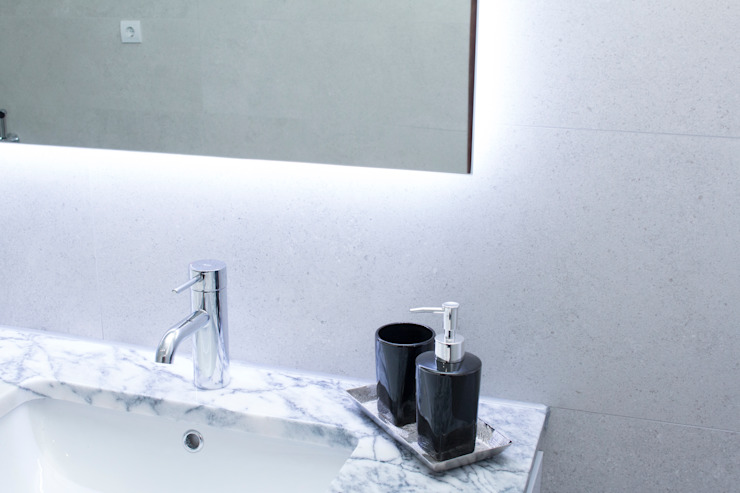 Modern style bathrooms by ORCHIDS LOFT Modern Ceramic