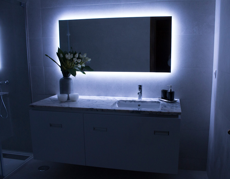 Modern style bathrooms by ORCHIDS LOFT Modern Glass