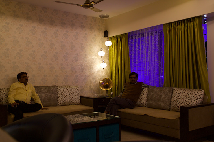AMIT BLOOMFIELD 3BHK Classic style living room by decormyplace Classic