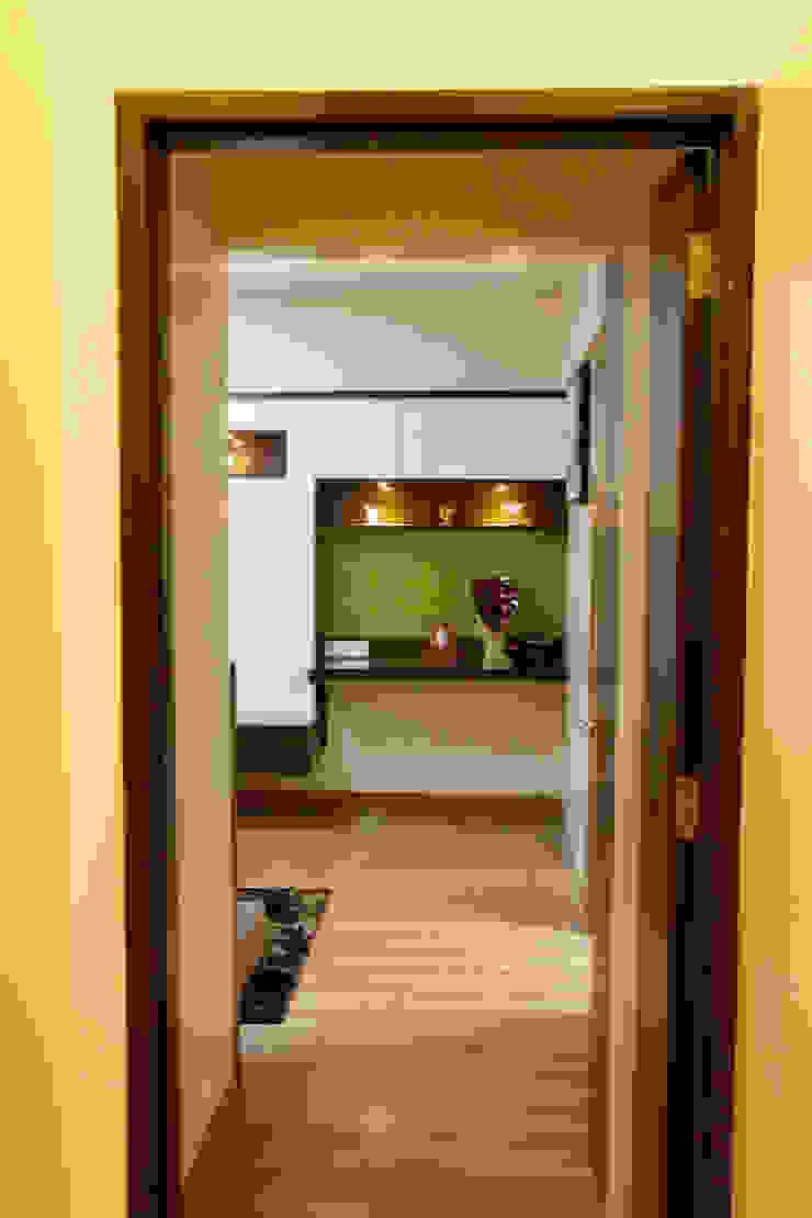 AMIT BLOOMFIELD 3BHK Modern corridor, hallway & stairs by decormyplace Modern