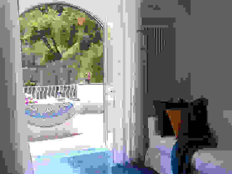 archielle Salas de estilo mediterraneo Azul