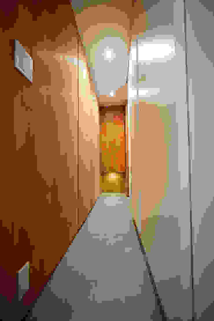 ref KWI 杉浦事務所 モダンスタイルの 玄関&廊下&階段