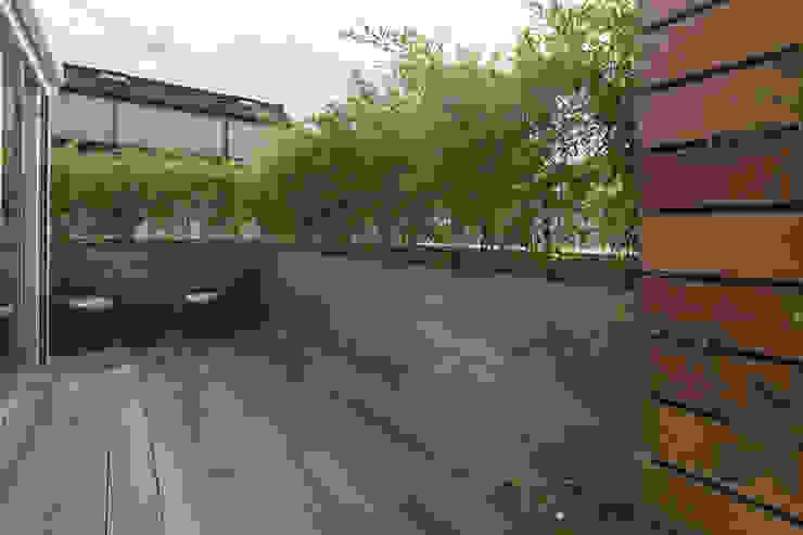 Balcones y terrazas de estilo minimalista de marta carraro Minimalista