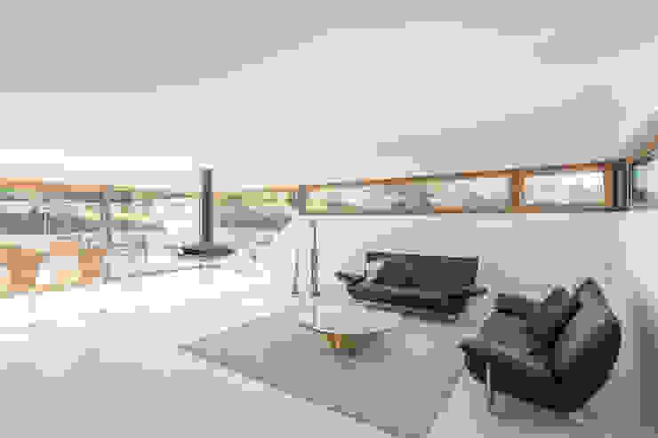 Salas modernas de Henecka Architekten Moderno