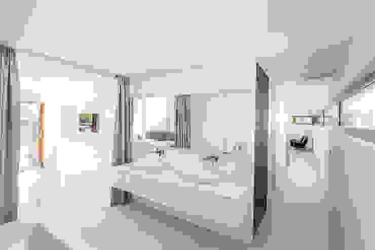 Baños de estilo moderno de Henecka Architekten Moderno