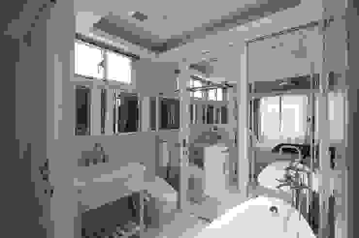 Salle de bain classique par 哲嘉室內規劃設計有限公司 Classique