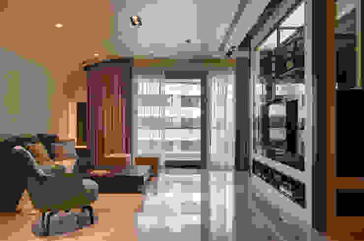 現代簡約家居 现代客厅設計點子、靈感 & 圖片 根據 哲嘉室內規劃設計有限公司 現代風