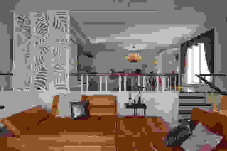 Klassischer Flur, Diele & Treppenhaus von 哲嘉室內規劃設計有限公司 Klassisch