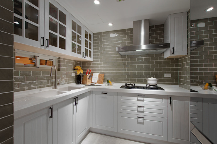 溫馨休閒小別墅 現代廚房設計點子、靈感&圖片 根據 哲嘉室內規劃設計有限公司 現代風