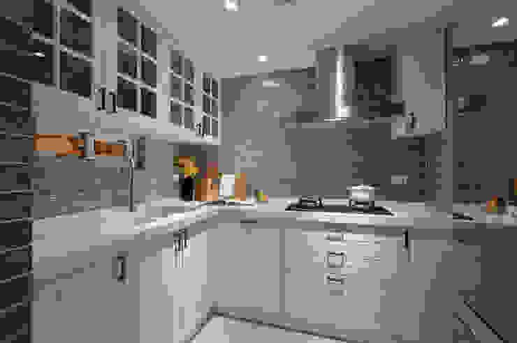 Küche von 哲嘉室內規劃設計有限公司