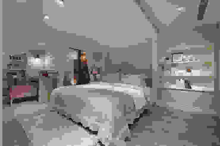 Chambre moderne par 哲嘉室內規劃設計有限公司 Moderne