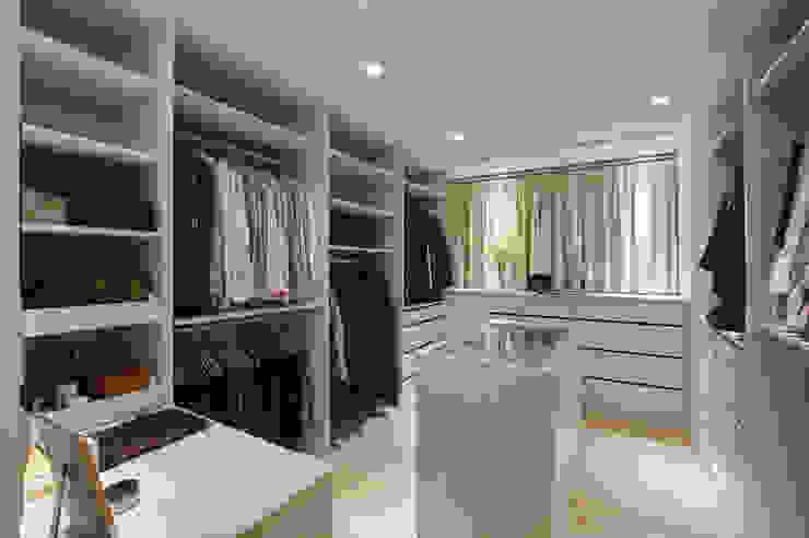Dressing room by 哲嘉室內規劃設計有限公司