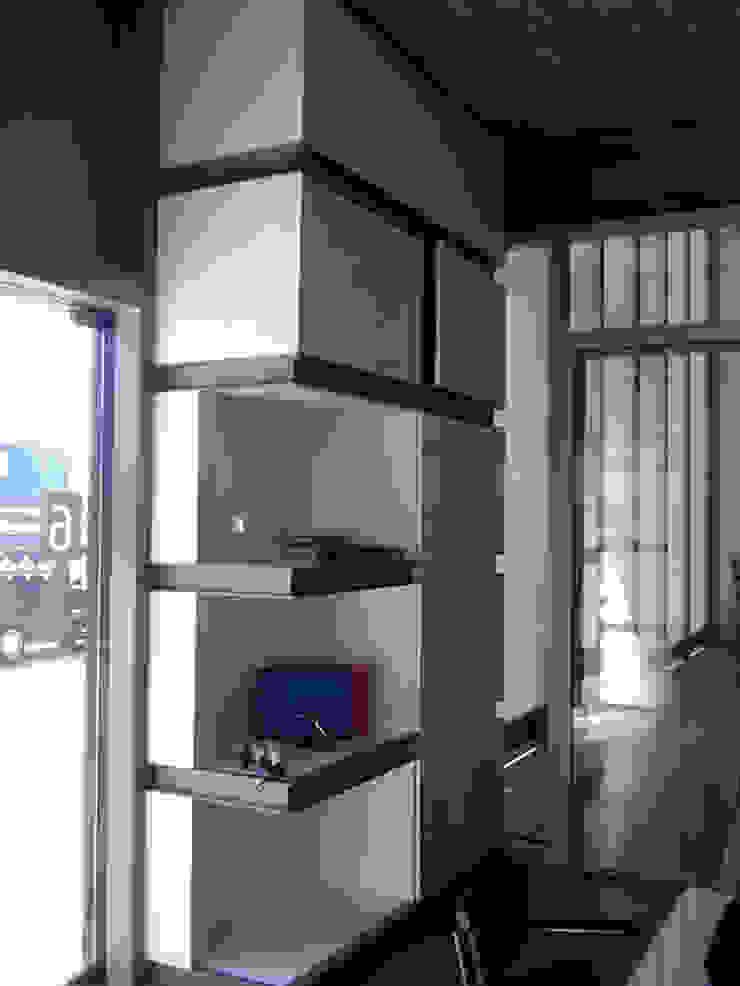 Maatwerk kast entree en ontvangstruimte Moderne kantoorgebouwen van YA Architecten Modern