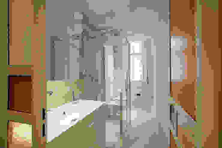 Bathroom by Chantal Forzatti architetto,