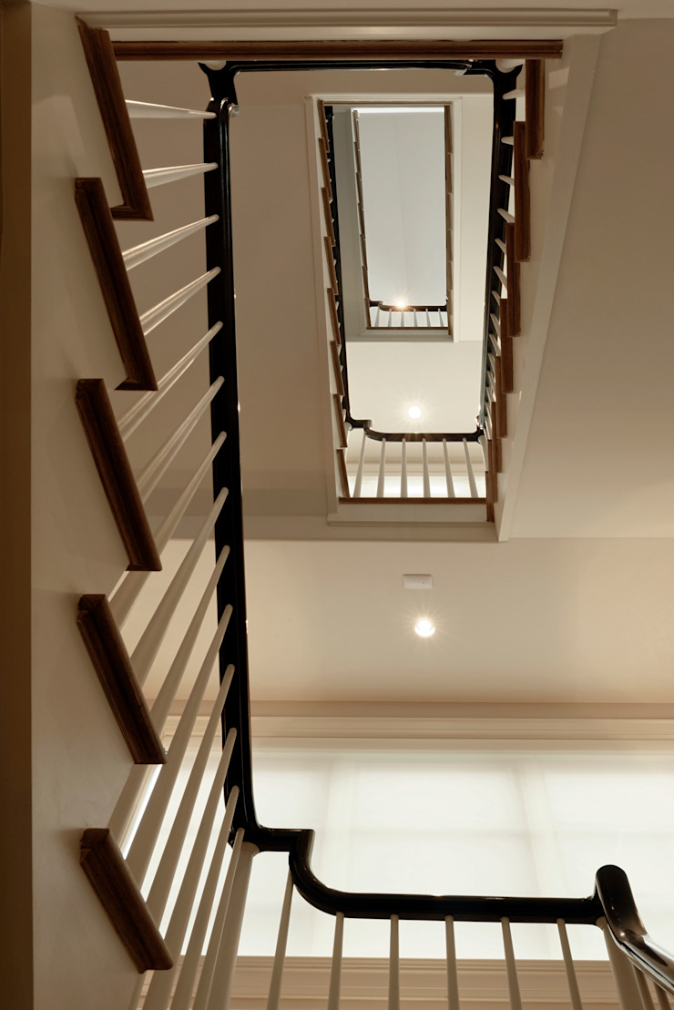 Pasillos, vestíbulos y escaleras clásicas de BOWA - Design Build Experts Clásico