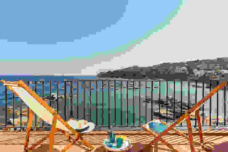 PORT BO Balcone, Veranda & Terrazza in stile mediterraneo di Markham Stagers Mediterraneo
