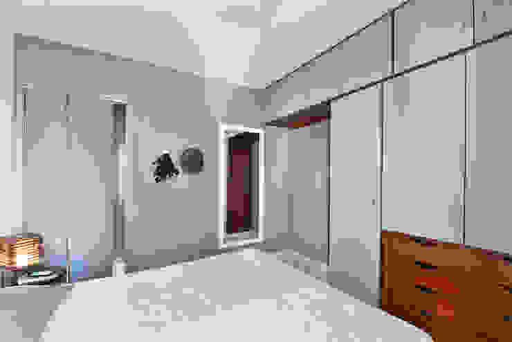 Modern Bedroom by Move Móvel Criação de Mobiliário Modern
