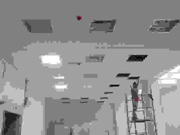 MANTHARINA SAS INGENIERIA ELECTRICA Oficinas y bibliotecas de estilo clásico