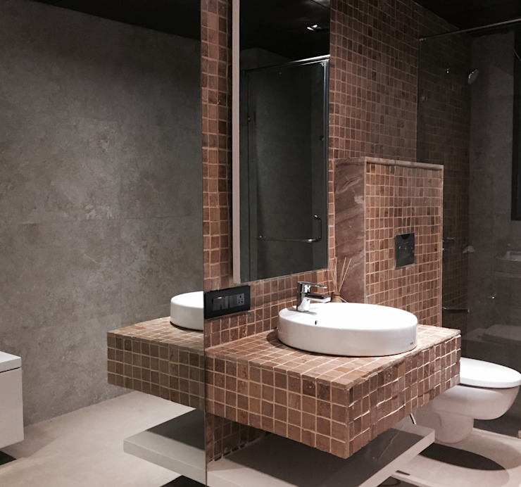 Iscon Platinum Show Apartment Modern bathroom by Studio R designs Modern