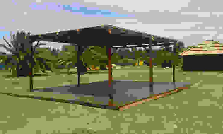 by Proyecto Menos es Más Tropical