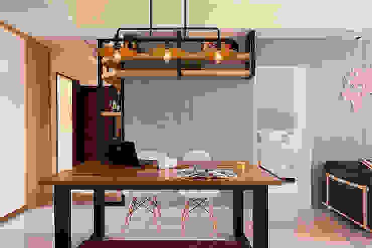 餐廳與主臥隱藏門(開) 根據 趙玲室內設計 工業風